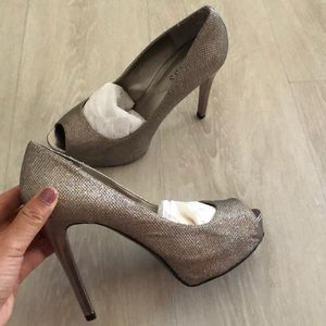 Guess sparkling peep toes high heels size 7.5